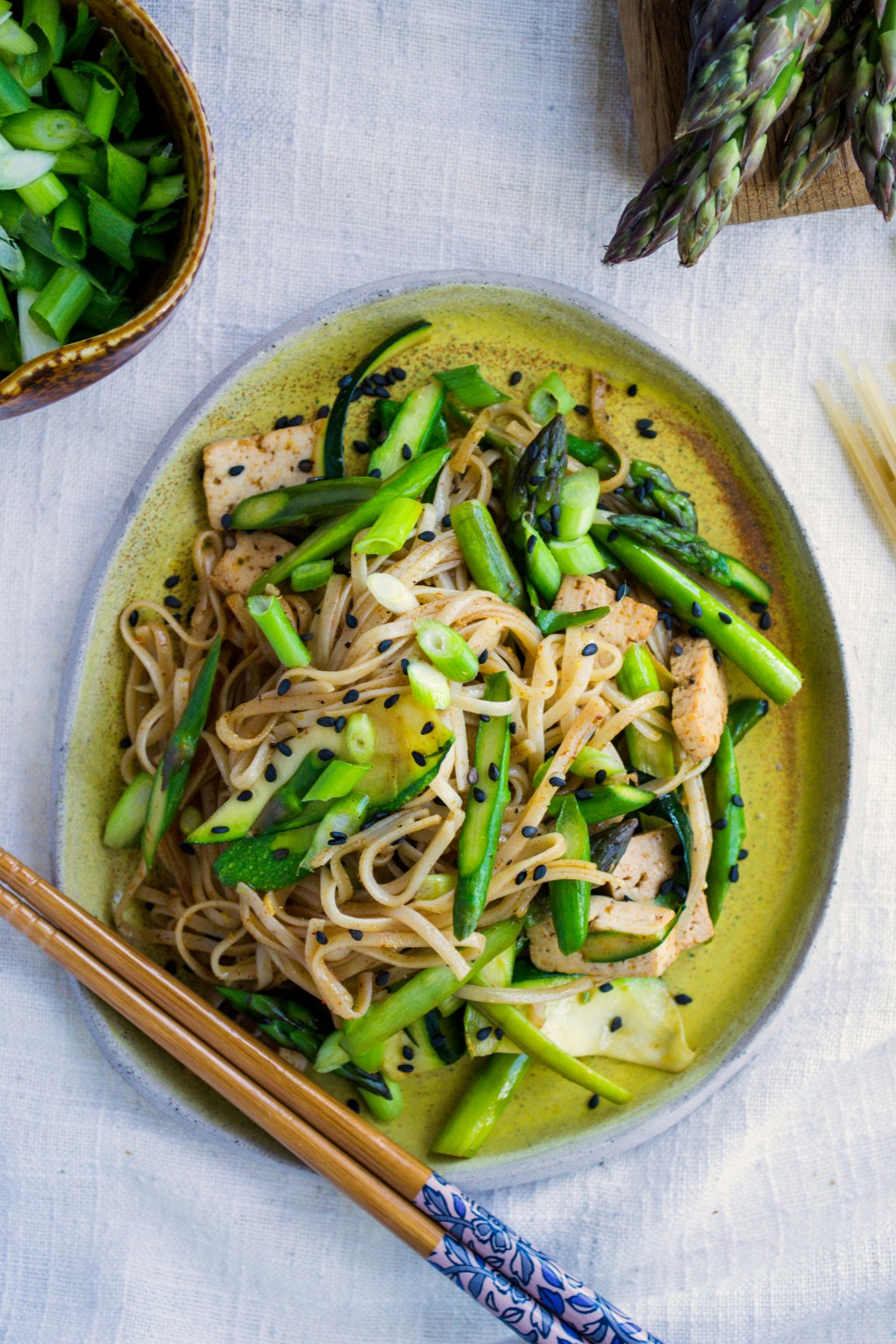 Noodles with asparagus and courgettes