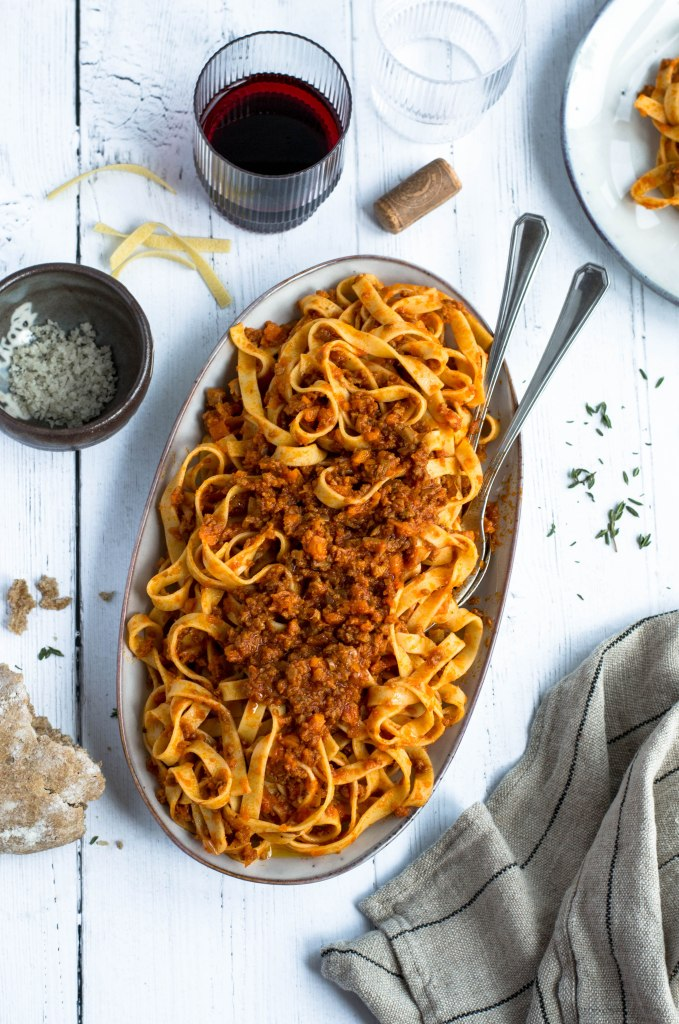 This vegan ragù is the ultimate comfort food and it will easily become one of your favourite plant-based pasta sauces: it only requires a few simple ingredients along with seitan and it's even better the day after! Recipe on amatterofnourishment.com